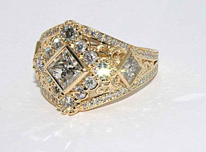 Custom Diamond Anniversary Ring – 14ky Gold