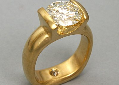 2.5ct diamond engagement ring, bar set 18k gold